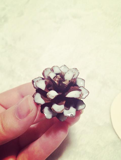 Izvēlies pāris čiekurus un... Autors: Fosilija Ziemassvētku dekors DIY