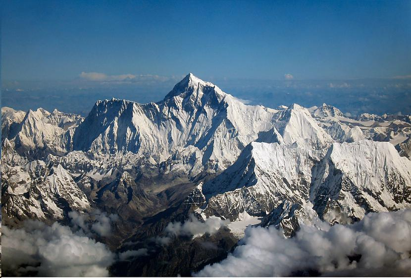 Takā everests ir zemāks par... Autors: Fosilija Kurā kalnā ir vieglāk uzkāpt- Everestā vai Olimpā?