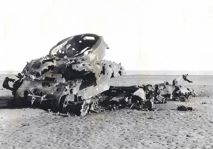 M4A1 Sherman tanks jeb drīzāk... Autors: DamnRiga WWII Sašauti amerikāņu tanki