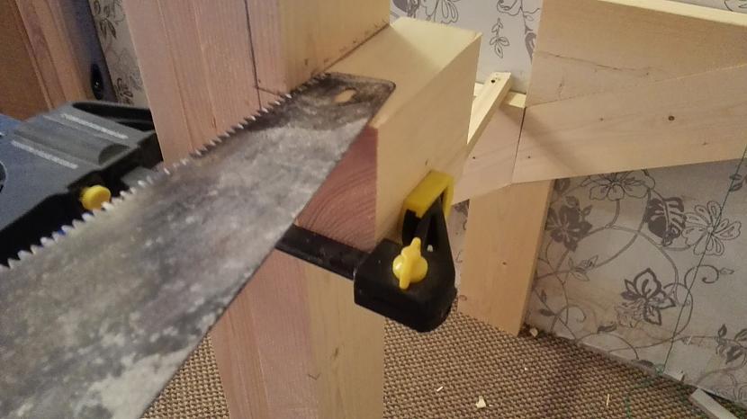 Zāģēju gropes kur stiprināsies... Autors: I Like to Make Stuff Kā uztaisīt kāpnes 2. daļa