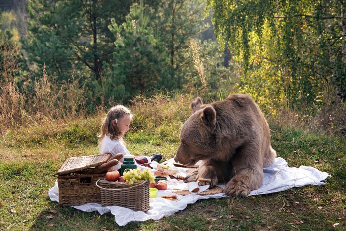 Pirmā sennsacionālā fotosesija... Autors: Lords Lanselots Only in Russia - modeles pozē ar lāci!