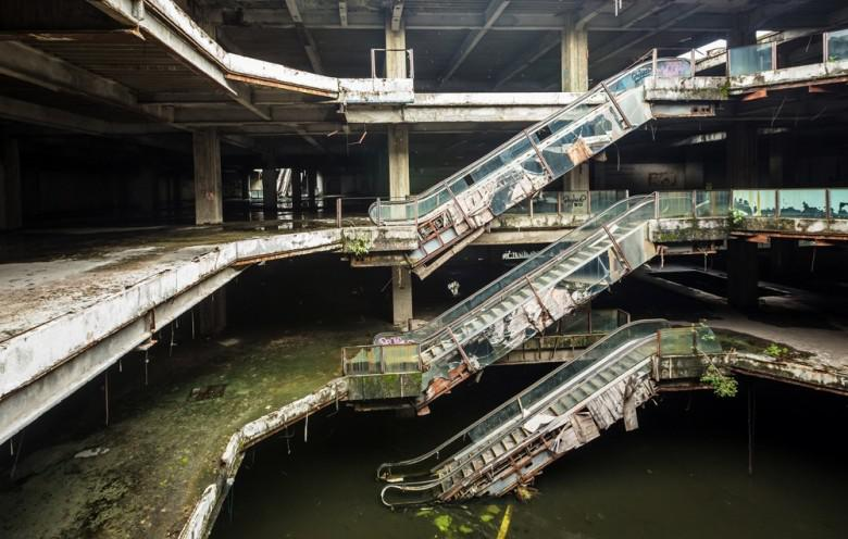New World iepirkscaronanās... Autors: Plane Crash central Baisākie pamestie iepirkšanās centri pasaulē