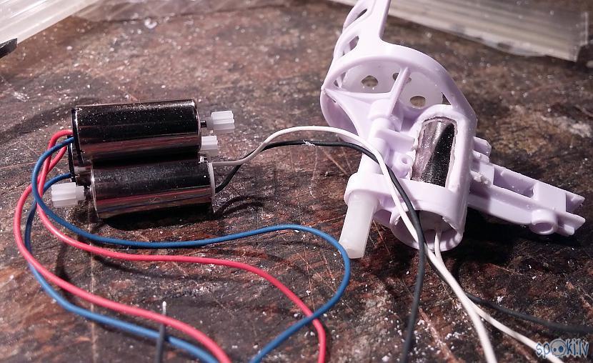Palēnām darbs rit uz... Autors: SalvatoreMundi Pašsalikts kvadkopteris (meklēšanai portālā: drons, quadcopter)