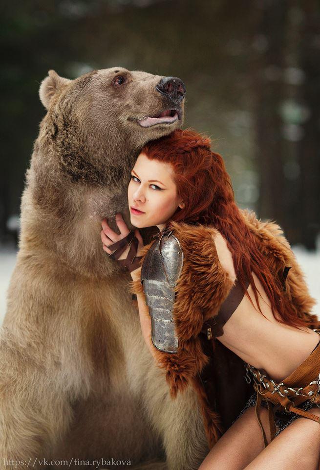 Autors: Mao Meow Drosmīgs lācis piedalās fotosesijā ar mežonīgu meiteni!