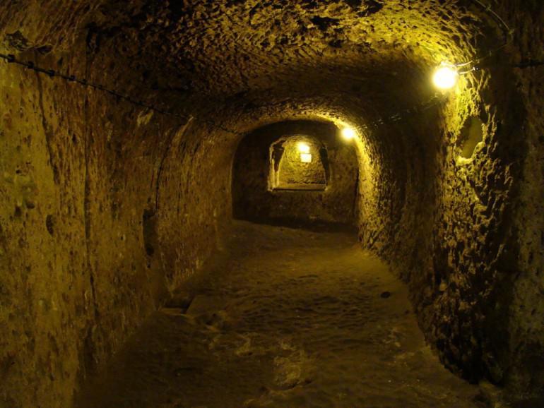 quotMēs jau gadu desmitiem... Autors: Fosilija Vīrietis netīšām atklāj 3000 gadu vecu pazemes pilsētu