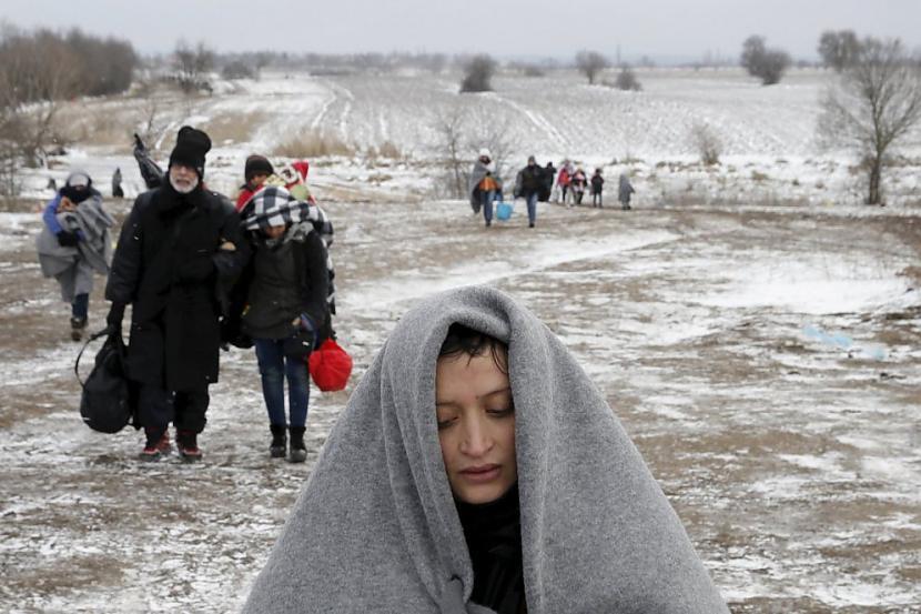 nbspVisi scaronie cilvēki... Autors: Heroīns14 Bēgļu straumes bargajā Balkānu ziemā.