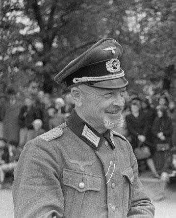 Saldū dzimuscaronais... Autors: Boleslavs89 Igaunijas leģiona 20.divīzijas artilērijas pulka komandieris Aleksandrs Soboļevs