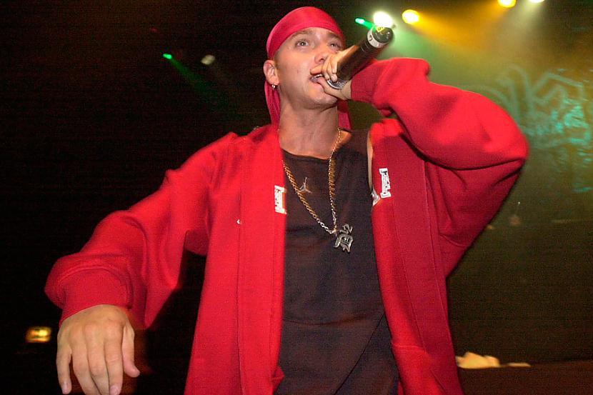 Eminemam ir pati sava radio... Autors: Fosilija Fakti par Eminemu.