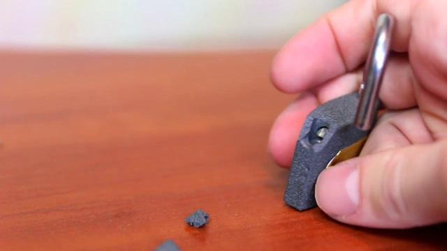 Autors: Mao Meow Lūk, cik viegli ir uzlauzt piekarināmo atslēgu!