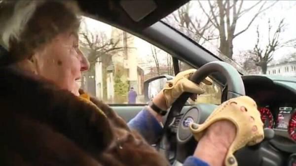 Automascaronīna izmaksāja 46... Autors: WinstonXS Polijā 81 gadus vecā sieviete iegādājas jaunu Subaru ar 300 ZS!