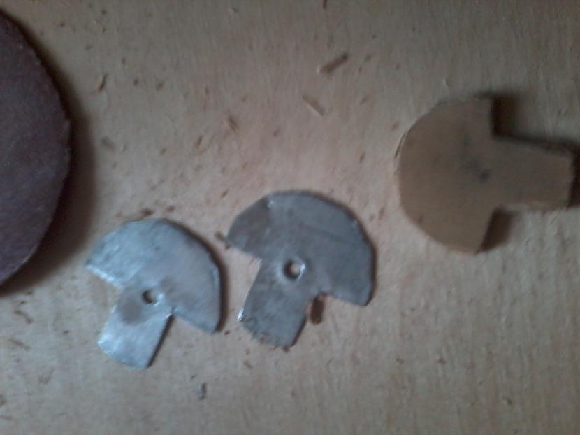 No skārda apļa izgriezu kaut... Autors: Dainixx3 Kā uztaisīt arbaletu