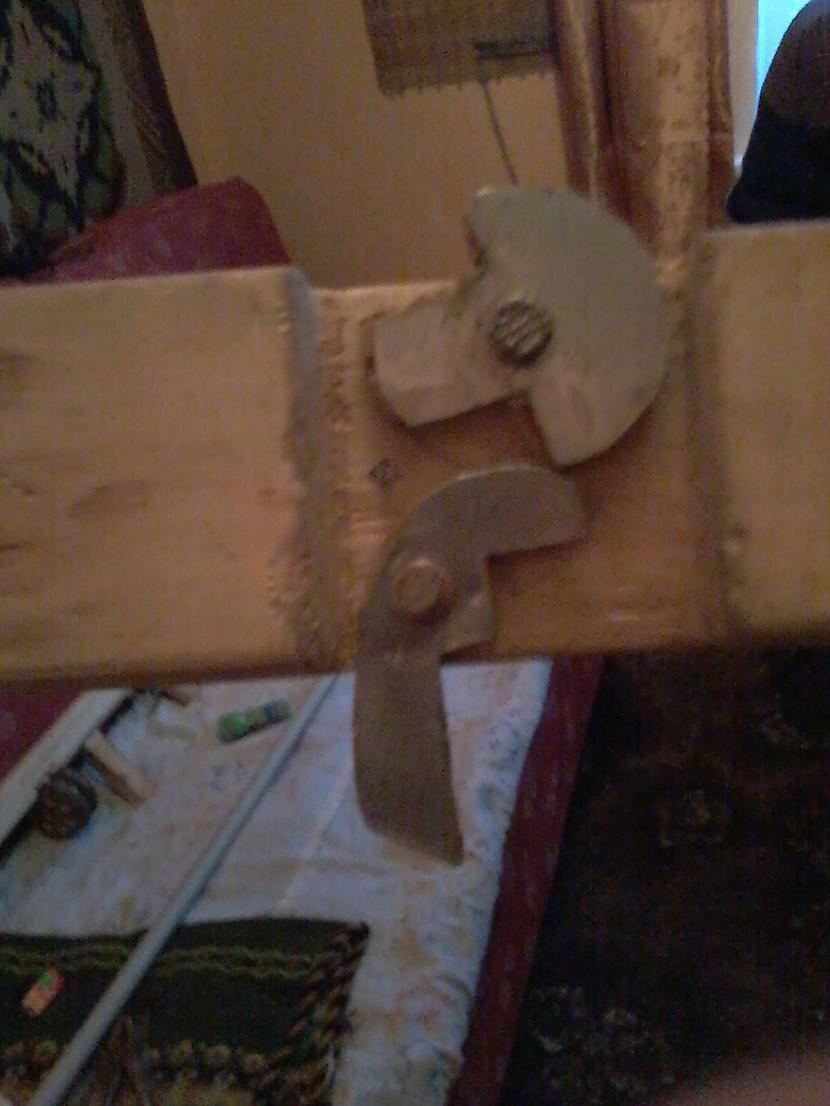 Te jau ir redzams mehānisms... Autors: Dainixx3 Kā uztaisīt arbaletu