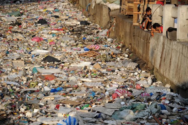 4 AtkritumiManila ir pazīstama... Autors: Dainixx3 5 bildes, kuras pierāda, ka cilvēces gals ir tuvu