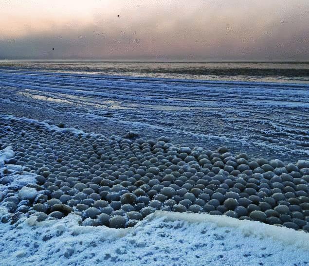 Pagājuscaronajā gadā līdzīgs... Autors: Raziels Mīklaina dabas parādība - kā veidojas ledus bumbas