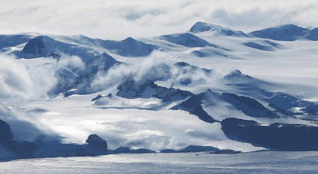 Kalnu grēdas Autors: 100 A Lidojums virs Antarktikas, NASA operācija «Ledus Tilts»!