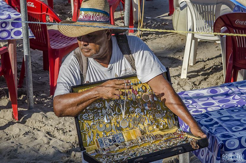 Feik sudraba rokassprādžu vīrs Autors: Alex Vikingo Foto no Meksikas ikdienas