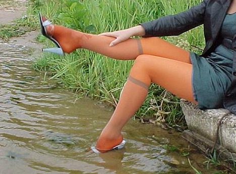"""Santana Autors: Fosilija """"Lietus sandales"""": latvietes, kuras dara..."""