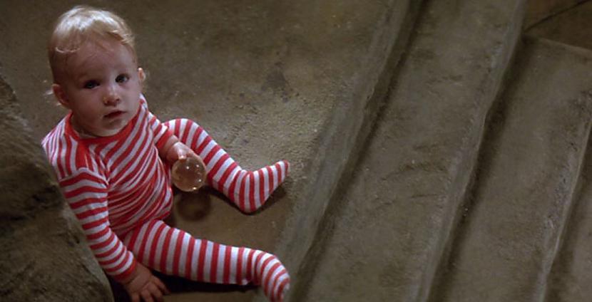 """Tobijs mazulis pa īstam sēdēja... Autors: Lestets 9 lietas, ko nezināji par filmu """"Labirints"""""""