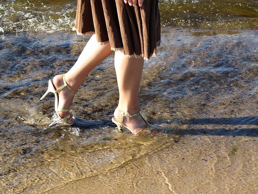 """Autors: Fosilija Blue Sea Ribbon - """"lietus sandaļu"""" jūras pastaiga 4"""