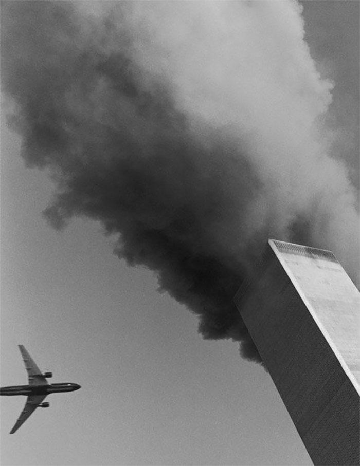 Pāris sekundes un arī otra... Autors: slepkavnieciskais Īpaši 9/11 attēli, kurus, iespējams, nebūsi redzējis.