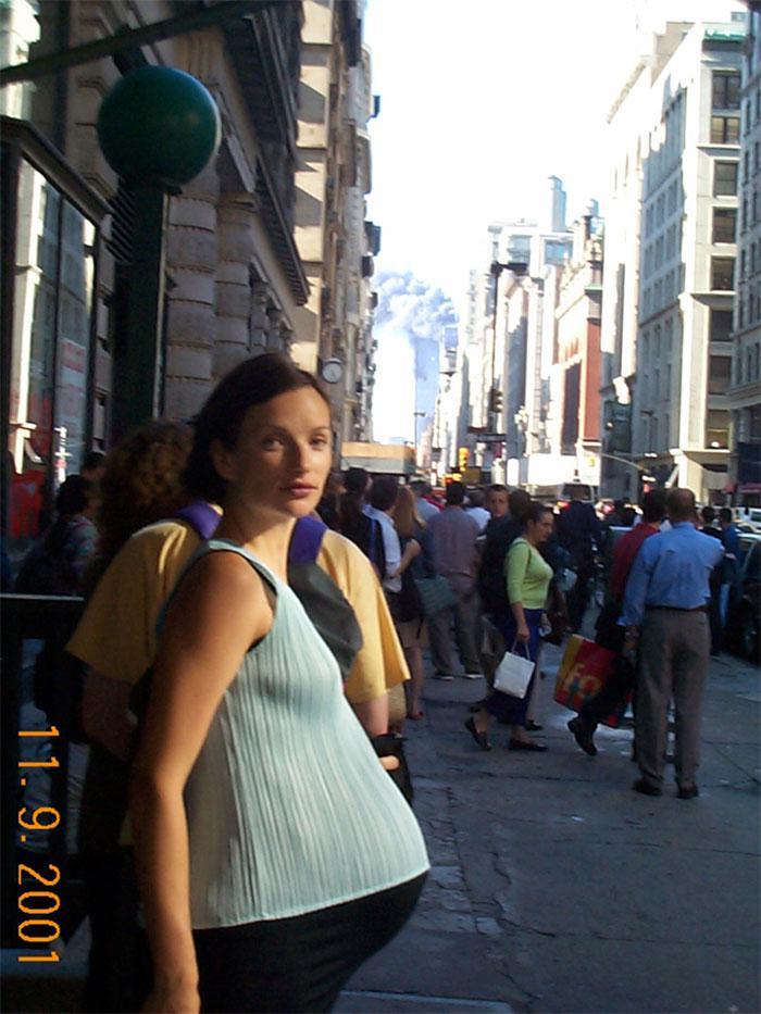 Scaroneit kāda grūtniece... Autors: slepkavnieciskais Īpaši 9/11 attēli, kurus, iespējams, nebūsi redzējis.