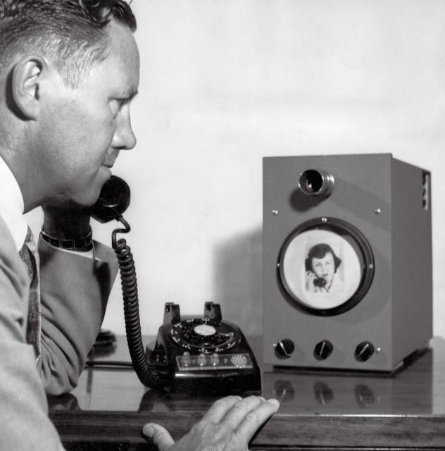 Viena no videotelefona agrīnām... Autors: Lestets Dīvainākie britu izgudrojumi