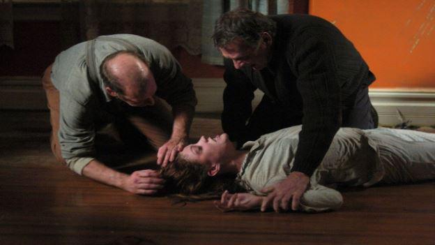 4 Emīlijas Rouzas ļauno garu... Autors: ĶerCiet Filmas, kuras uzņemtas pēc patiesiem notikumiem.