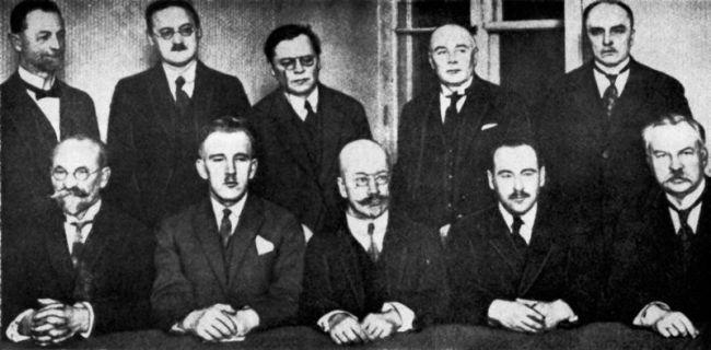 Attēlā LPNP pirmā valde  no... Autors: GargantijA Pirms 100 gadiem Latvijā