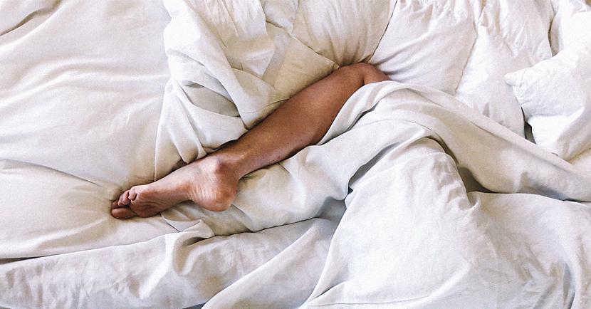 nbspTu apturēsi... Autors: matilde Pieci iemesli, kāpēc ir veselīgi gulēt kailam