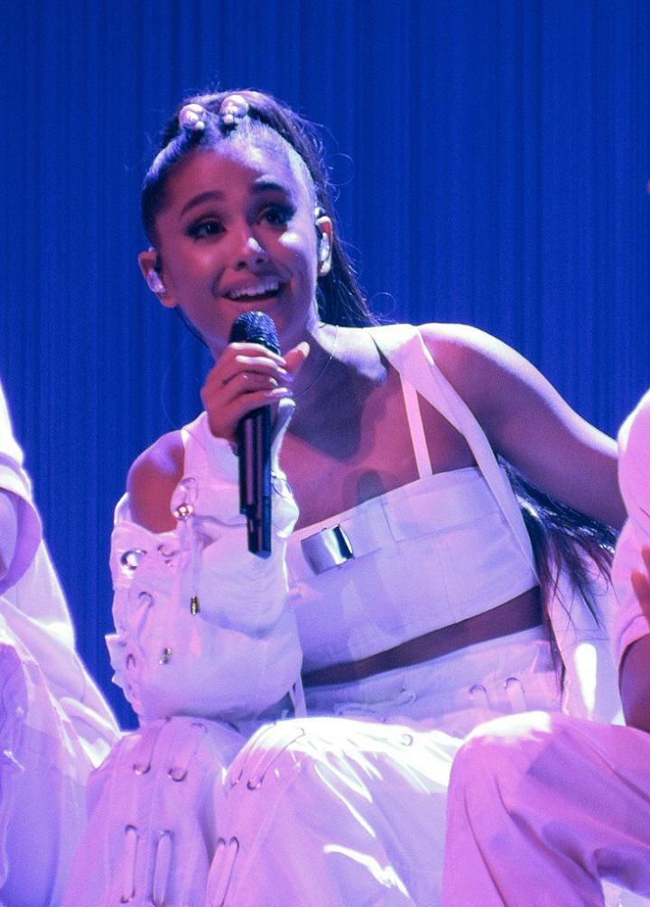 Ariana Grande uzauga bagātībā... Autors: Lestets 15 fakti interesantākai dienai