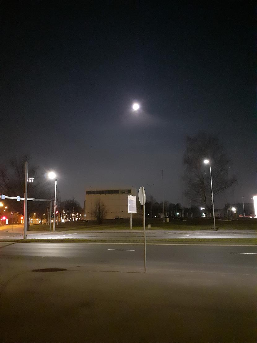Virs Elkor stāvvietas Autors: Drakonvīrs Pilnmēness plkst 4 - 4.30, un saullēkts...