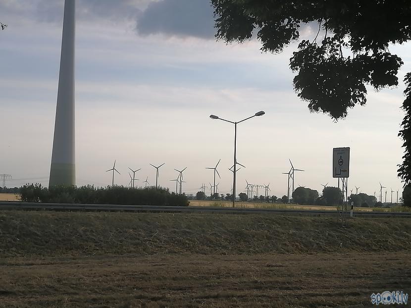 Vēja ģeneratori viņi te ir... Autors: ĶerCiet Vācijā...