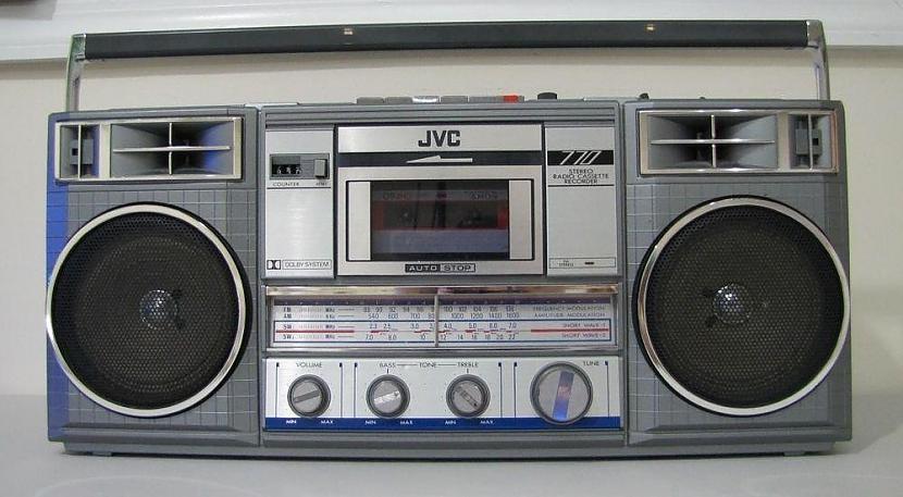 Sākotnēji JVC rūpnīca ražoja... Autors: Fosilija Kāpēc JVC radioaparāti netika pārdoti Japānā