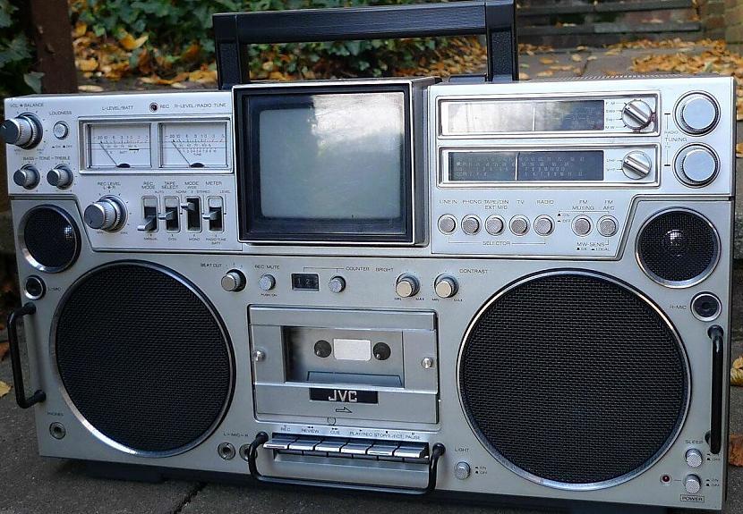 Par tik quottreknu ienesīgu... Autors: Fosilija Kāpēc JVC radioaparāti netika pārdoti Japānā