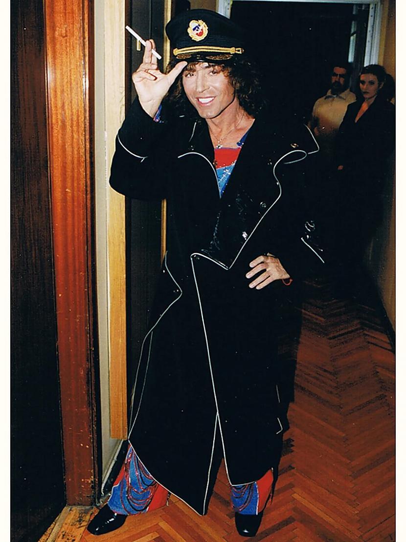 Valērijs Ļeontjevs Pat žēl ka... Autors: Zibenzellis69 Kā Krievijas slavenības tērpās 20. gadsimta 90. gados (18 fotogrāfijas)
