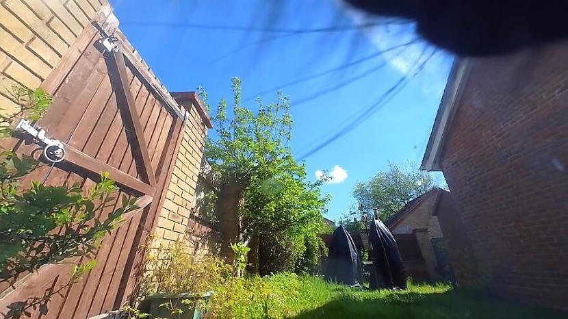 Pats Kriss atklāj ka scaronī... Autors: matilde Ziņkārīgs saimnieks piestiprināja kameru savam kaķim, lai redzētu, ko viņš dara