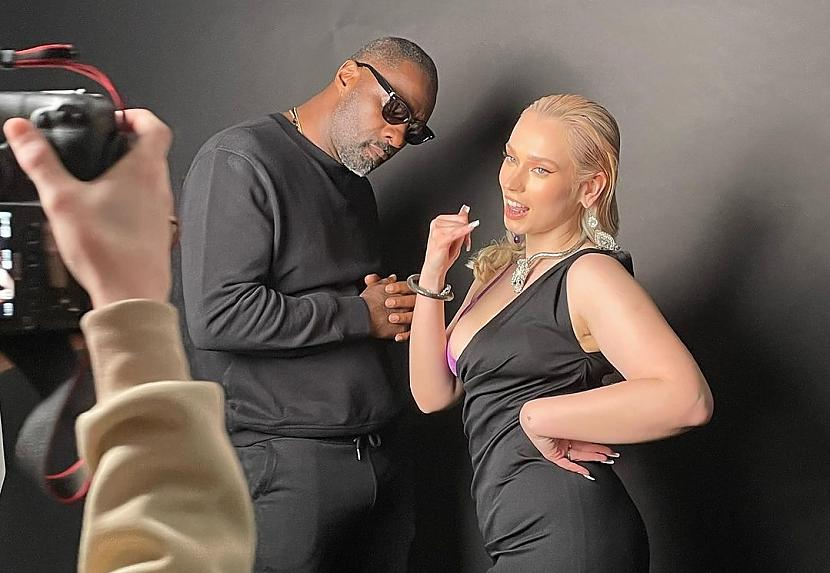 Legzdiņa intervijā TVNET... Autors: matilde Latviete ierakstījusi dziesmu kopā ar slavenu Holivudas zvaigzni