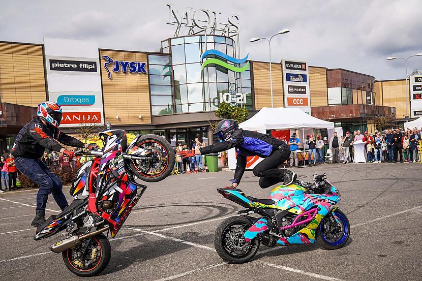Autors: iAutoLV Šodien notiks Latvijas Gada auto testa dienā Molā ar moto paraugdemonstrējumiem